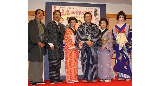 出演陣は左から江藤潤さん、金子貴俊さん、藤本美貴さん、コロッケさん、大空真弓さん、彩輝なおさん