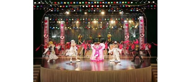 キラキラのショーは一見の価値あり (C)2008 SUSUMU MATSUSHITA ENTERPRISE