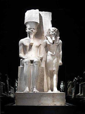 日本初来日の「アメン神とツタンカーメン王の像」。高さ209cmもある巨大なもの