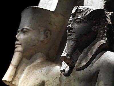 「アメン神とツタンカーメン王の像」は紀元前1333〜1292年ごろのもの