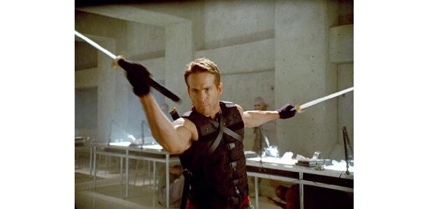 『ウルヴァリン:X-MEN ZERO』では、2本の刀を武器に戦う強敵・デッドプールを好演