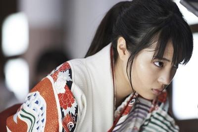 【写真を見る】主人公・綾瀬千早を演じた広瀬すずは、本作が映画初主演