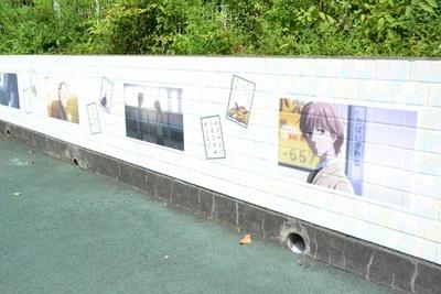 府中市の風景が描かれたアニメの場面カット(「片町文化センター」)
