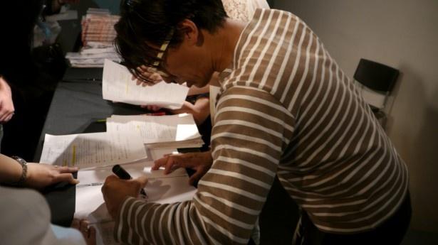日本アニメ(ーター)見本市 資料集発刊記念トーク&サイン会前半戦に本田雄と前田真宏が登場、「アニメ(ーター)海の家 @ 渋谷2.5D」企画語り編