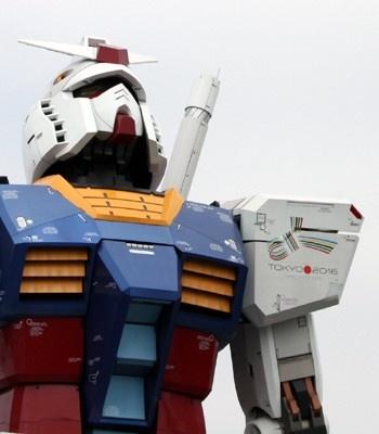 東京・お台場に立つ、18mの実物大ガンダム立像が、8/1、「オリンピック招致ver.」に変身。左肩にオリンピック招致ロゴが付いたのだ