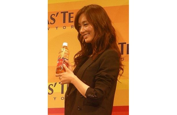 カラフルでかわいいボトルは水川さんにぴったり!?