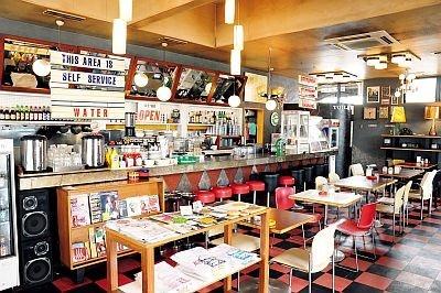 オールディーズが流れる店内は古き良きアメリカの雰囲気が漂う「DEMODE DINER 福生店」