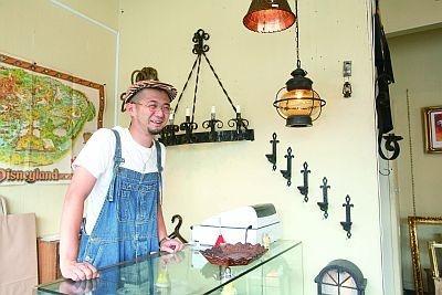 福生の雰囲気が好きで、この地での出店を決めた「BUNN」の塩野文康さん
