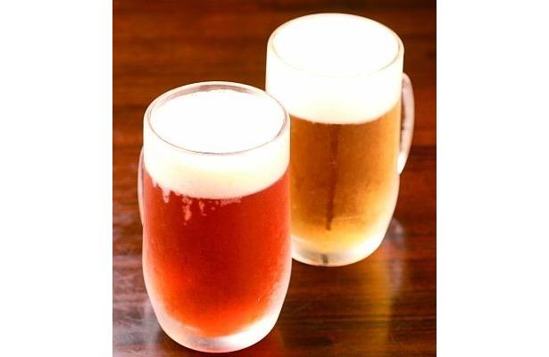 「シュトゥーベン・オータマ」で楽しめる地ビール「多摩の恵」(手前)とドイツビール(各¥630)