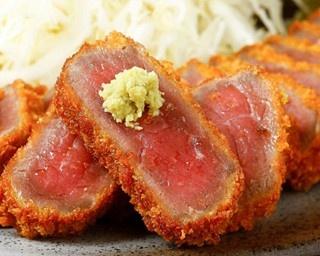 牛カツに麦飯、とろろなどがついた人気セット「牛ロースカツ京とろろ膳」(税抜130g1380円)