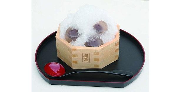 コンビネーションが見事!サラサラ氷がおいしい「餅惣」の「水まん氷」(450円)
