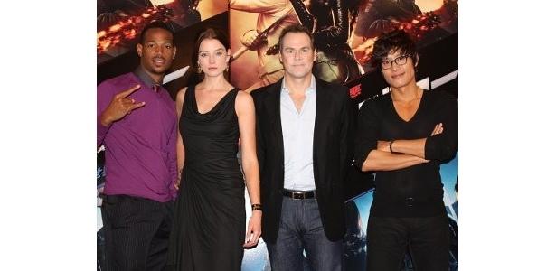 左から:マーロン・ウェイアンズ、レイチェル・ニコルズ、スティーブン・ソマーズ監督、イ・ビョンホン