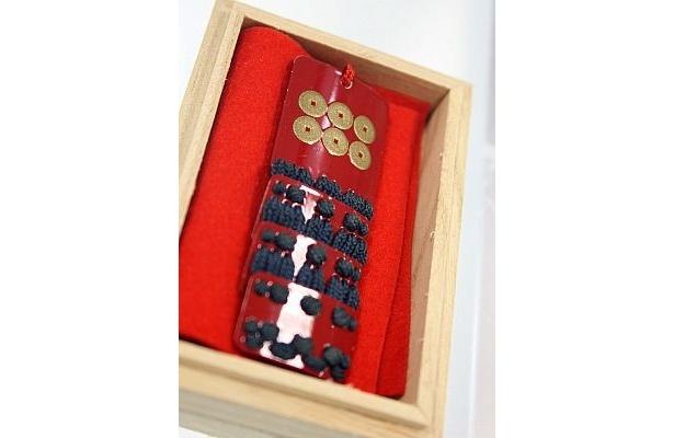 真田幸村の紋章が入った「甲冑護符『戦国鎧袖伝』」