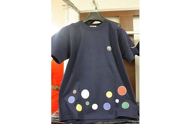 伊達政宗が実際に着用していた陣羽織の水玉柄をモチーフにした「伊達政宗Tシャツ 水玉陣羽織」(5800円)