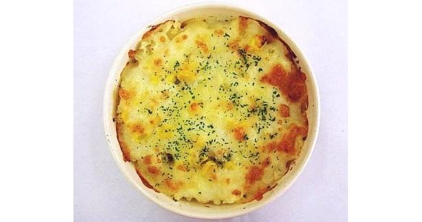2種の北海道産チーズをかけてこんがり焼き上げた「ポテトのチーズ焼き」(298円・北海道、沖縄以外の店舗で販売)