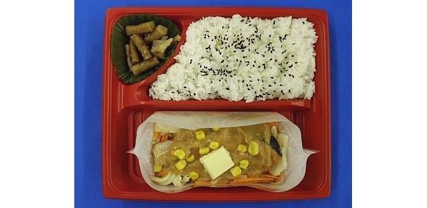 赤味噌をベースににんにくと赤唐辛子をきかせたタレで仕上げた「鮭のちゃんちゃん焼き風仕立て」(530円・関東地区限定発売)