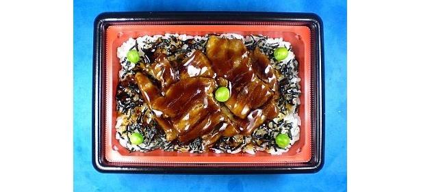 北海道産豚肉を使用し、しつこくない甘さに仕上げた「豚丼」(340円)