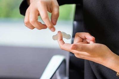 『水仕事用』は関節を避けるようデザインされているため貼っていても指先が動かしやすい