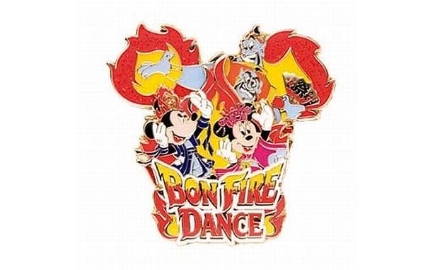 「ボンファイアーダンス」がモチーフの「ピン」(¥900)にはジーニーの姿も! 約4.5×4.5cm