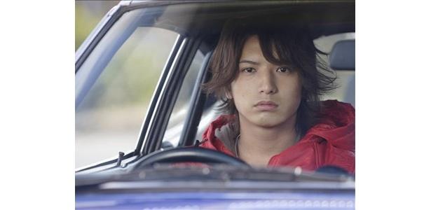 『湾岸ミッドナイト THE MOVIE』ではモテモテのイケメン・ドライバー、朝倉アキオ役に挑戦!
