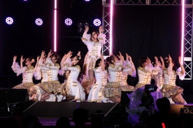 SKE48の「美浜海遊祭」ライブの模様を紹介(写真は「金の愛、銀の愛」)