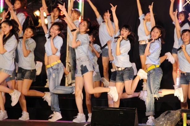 SKE48の「美浜海遊祭」ライブの模様を紹介(写真は「アイシテラブル!」)