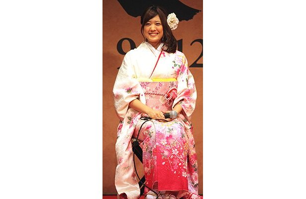 爽やかな振袖姿の福田沙紀の笑顔が可愛い!