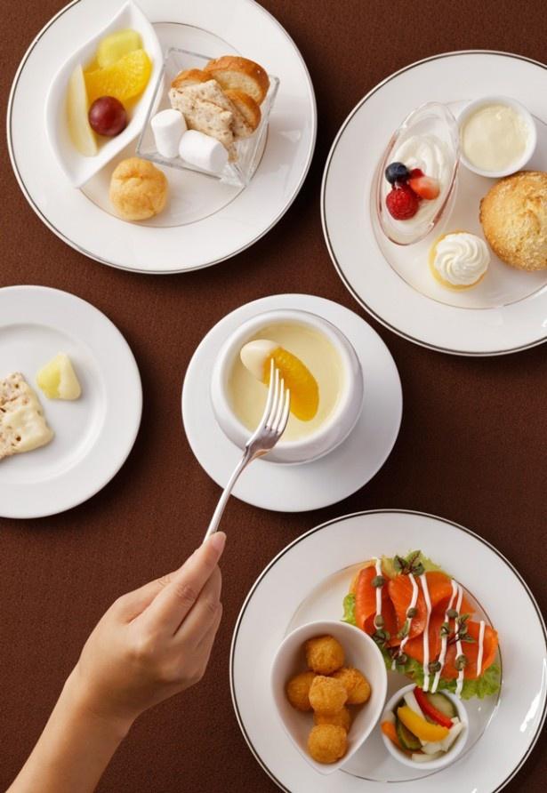 「スウィーツチーズフォンデュアフタヌーンティー」。フルーツなどの素材とスイーツチーズの組み合わせが絶妙。チーズ好きにはたまらない!