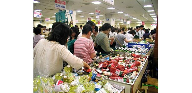 この大混雑っぷり!上野松坂屋では、初日は入場に1時間待ちも