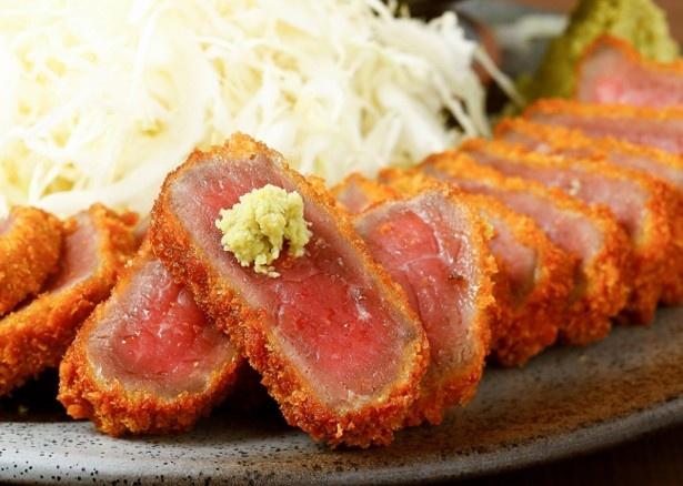 揚げたて牛カツの一口目はあっさりワサビ醤油がおすすめ。スタンダードな「牛ロースカツ膳」は通常価格(税抜1280円)