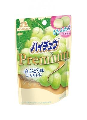 「ハイチュウプレミアム<白ぶどう味>」(参考小売価格・130円)はマスカットオブアレキサンドリアの果汁を使用
