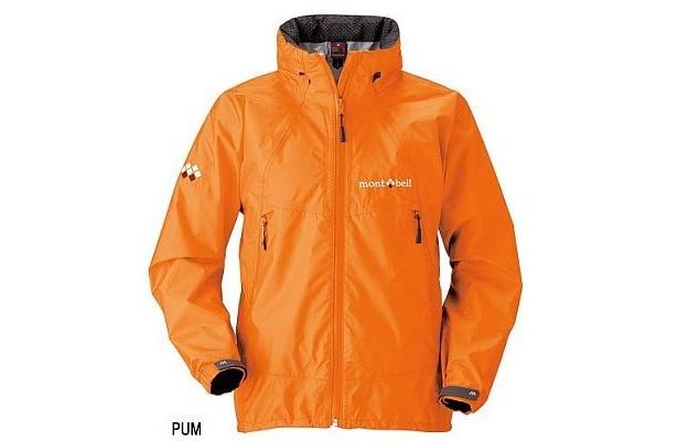 レインウェアとしての機能を備えたmont-bellのストームクルーザージャケット(¥19,600)。オレンジの発色がキレイ。ほかにレッドやパープルも
