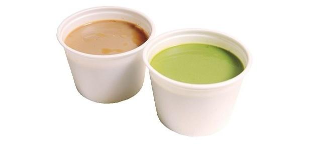 「珈琲豆腐」(左)には、仲間の抹茶豆腐(各¥220)もある