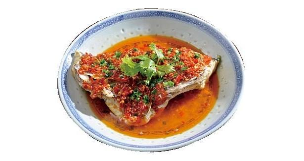 福満園別館のもう一品には「魚のカマと漬け唐辛子の湖南風味蒸し」(¥1980)。酸味と共に突き抜ける辛さ