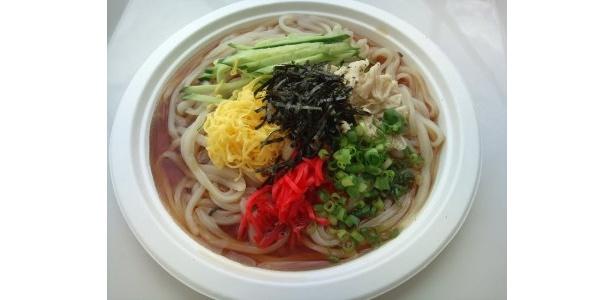 うどんのような食感の広東冷麺