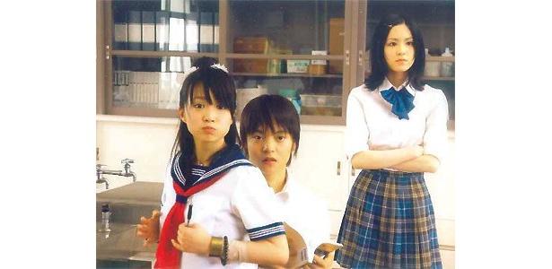 普段は女子高生に変装し、学園生活を満喫中