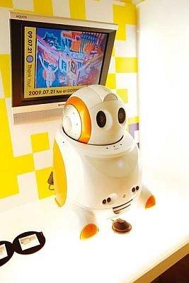 「道頓堀 未来SNAP」のこちらのロボットが撮影してくれる