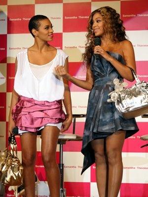 さすがオシャレな姉妹。本日の衣装も個性が際立っていた