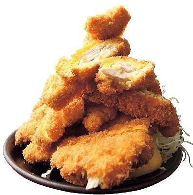 「とんまさ」の『若鶏かつ定食(大)』。鶏は生後60日の地鶏、パン粉は特注、ソースも果実など11種類をブレンドするというこだわり派
