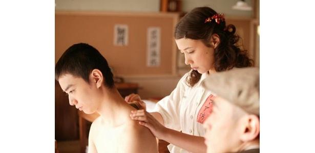仲里依紗が演じるのは療養施設の看護婦・マア坊