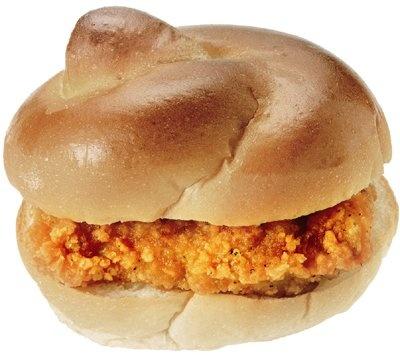Lチキを挟むと豪華バーガーに変身!