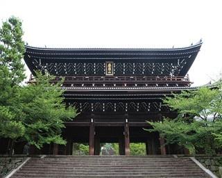 世界最大級の木造門が迎える!5分で知る知恩院の見どころ