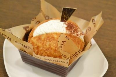 10種の野菜をクリームの中に混ぜ合わせた「奇跡のシュークリーム」700円(「サンツ中村橋商店街のどんぐりの木」)