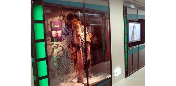 小栗旬が着用した劇中衣装も展示。ファンにはたまらない?