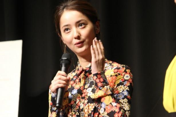 老舗料亭の新女将で三女・岸本茜役の佐々木希
