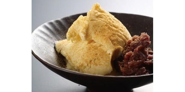 味噌とアイスという斬新な組み合わせの「白みそアイス」(520円)/雲井茶屋