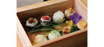 サラダやおばんざいが食べ放題の、選べるおにぎりと「大原丸ごとブッフェ」(1500円)がイチオシ!/OHARA RIVERSIDE CAFE 来隣