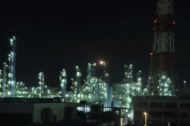 日鐵住金建材(株)津波避難タワーからの工場夜景。雨も上がり、光がきれい