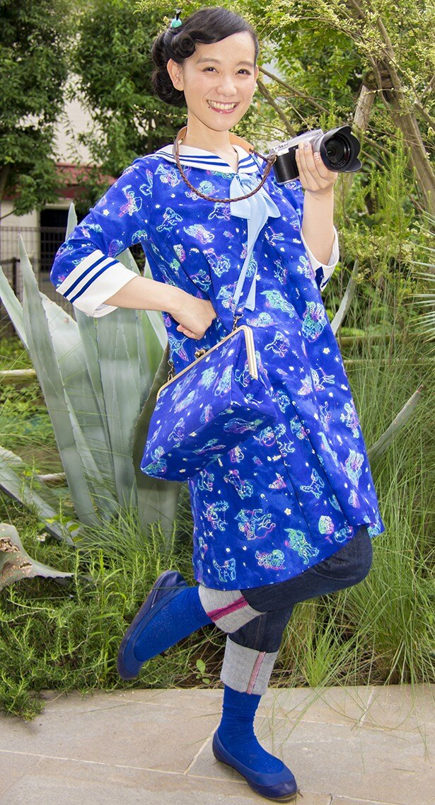 【写真を見る】篠原ともえ自身がデザインした衣装でロケに参加