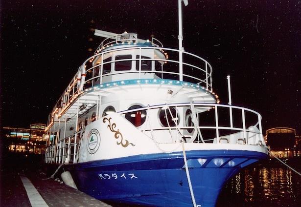 花火観覧クルージングでは、海上から「花火シンフォニア」と、 シーパラダイスの夜景を楽しめる
